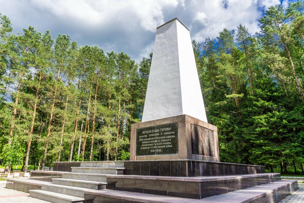 Monument & Oorlogsbegraafplaats Letse 201e Infanteriedivisie