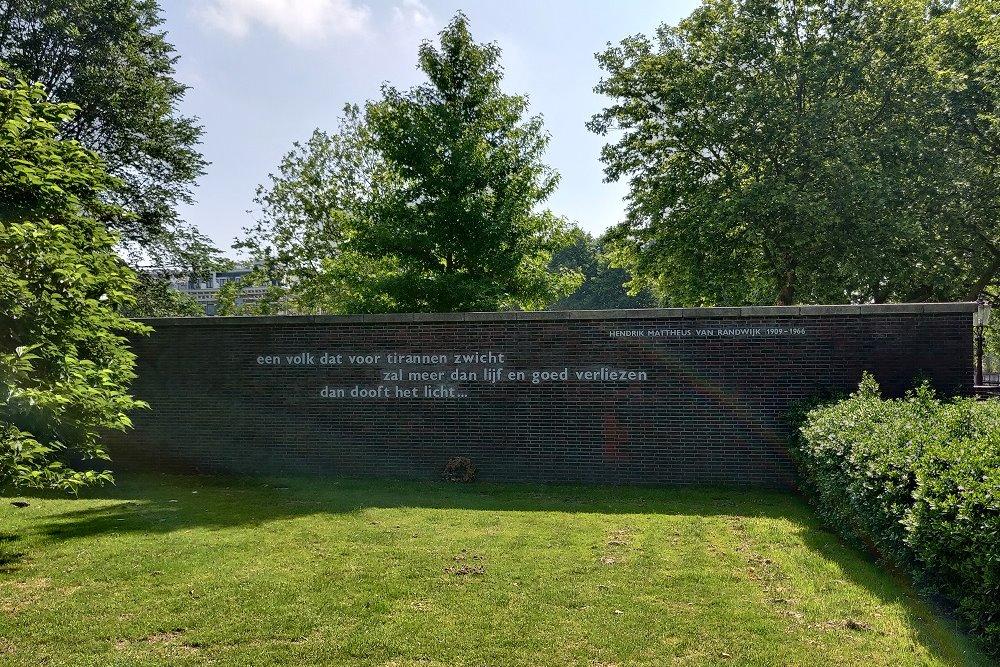 Opinie: 'Dat bloemetje bij het Van Randwijk-monument is een vergissing, Frank'