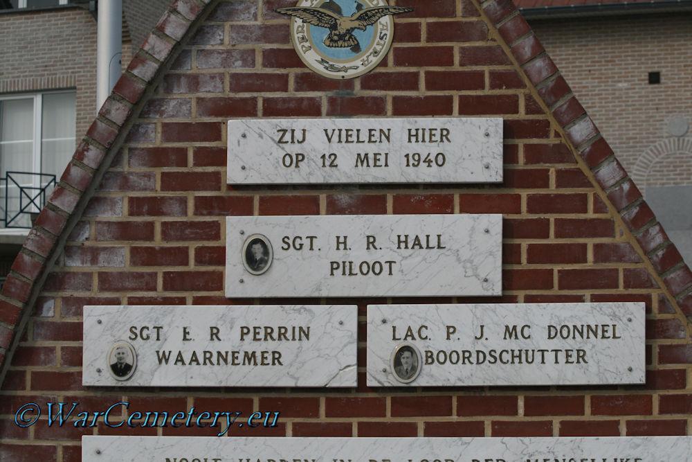 Monument Blenheim P6914 LS-R 15 Sqn.