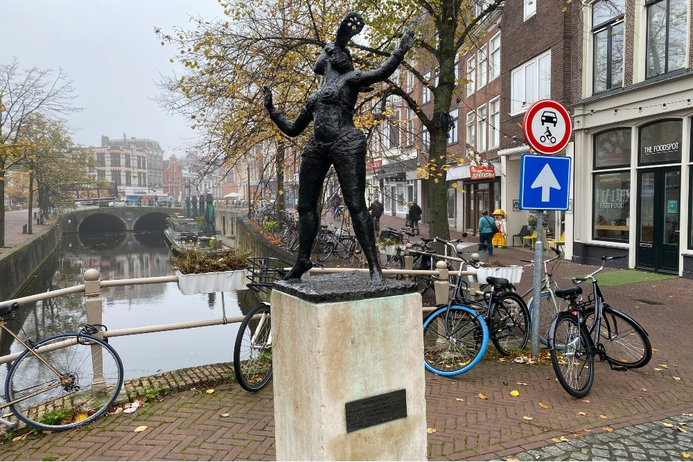 Statue Mata Hari Leeuwarden
