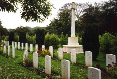 Commonwealth War Graves Illogan Churchyard