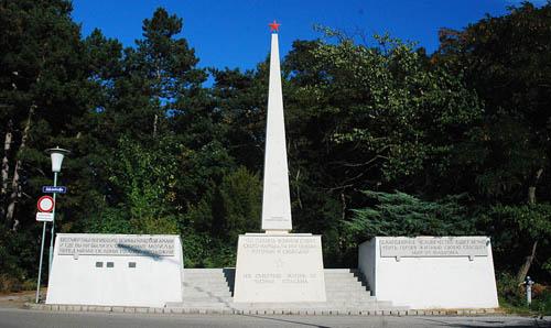 Sovjet Oorlogsbegraafplaats Hollabrunn