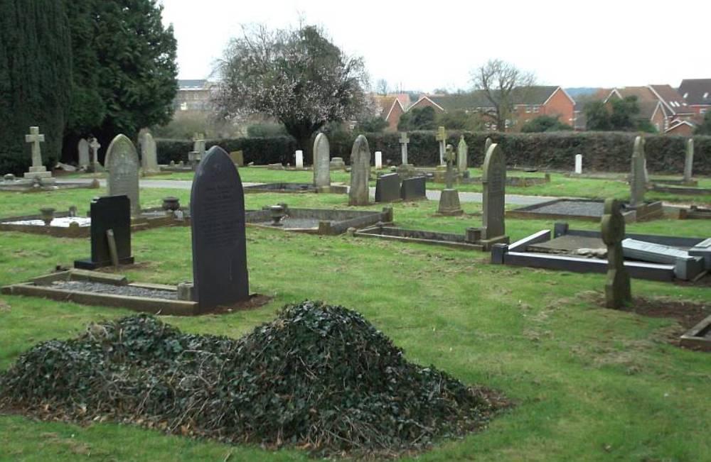 Commonwealth War Graves Burton Latimer Cemetery