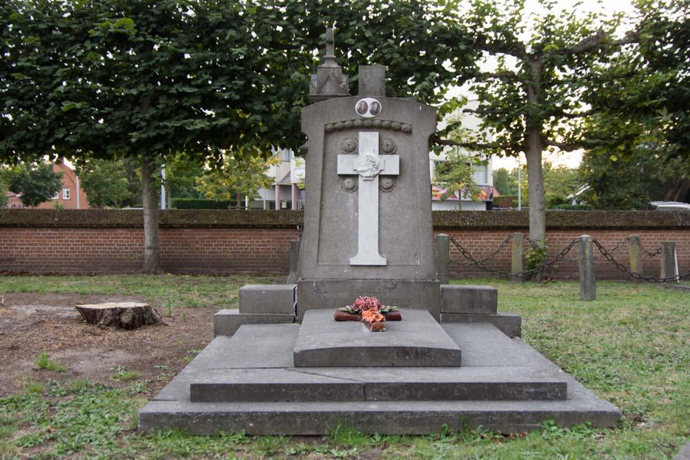 Begraafplaats Sint-Bavokerk Oud-Turnhout Graf Oorlogsslachtoffers