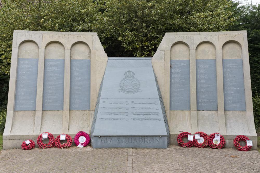 Memorial Fallen 617 Squadron Dambusters