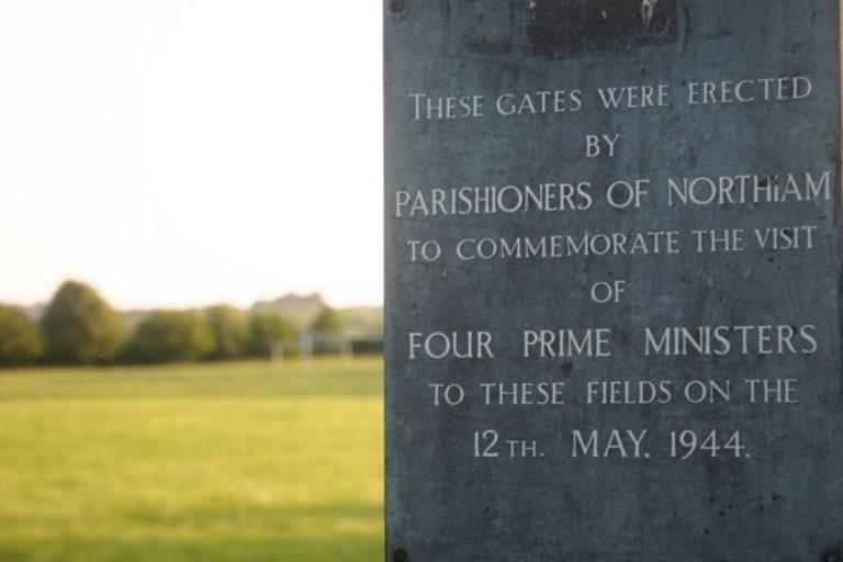 Herdenkingspoort Bezoek van Premiers
