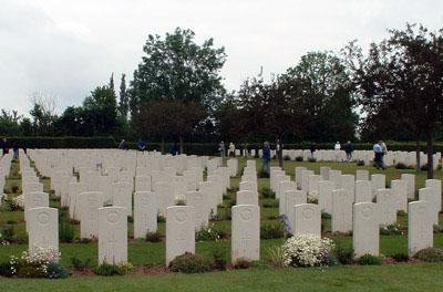 Oorlogsbegraafplaats van het Gemenebest Saint-Desir