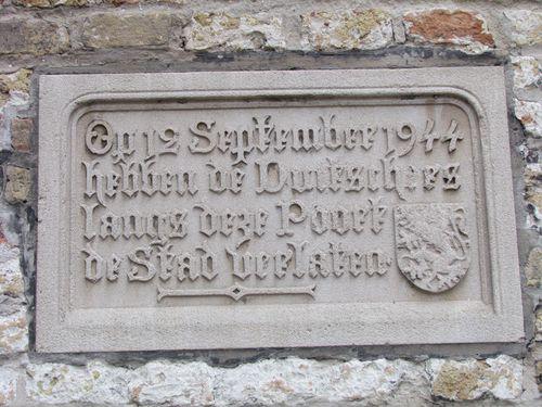 Plaquette Vluchtende Duitsers Gentpoort Brugge