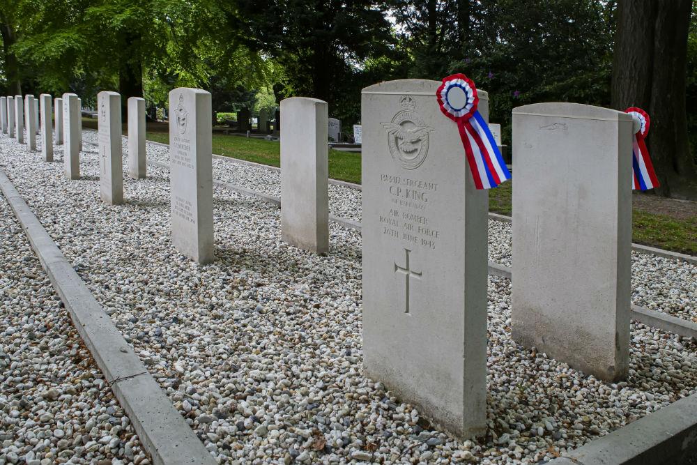 Oorlogsgraven van het Gemenebest Gemeentelijke Begraafplaats Oostergaarde Harderwijk
