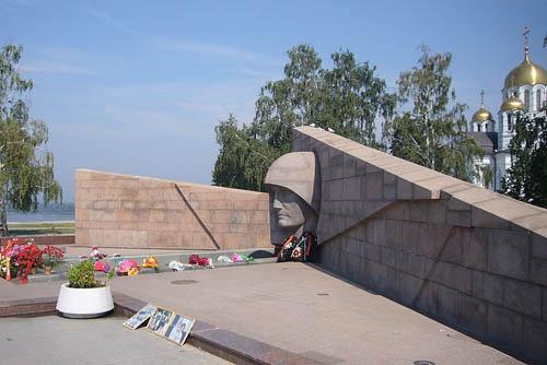 Monument Rouwend Moederland