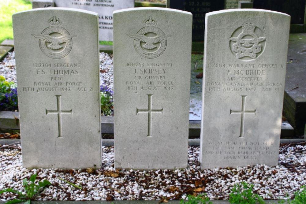 Oorlogsgraven van het Gemenebest Protestant Kerkhof Kimswerd
