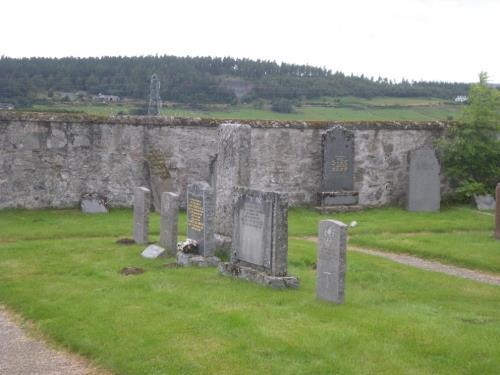 Commonwealth War Graves Abernethy Parish Churchyard