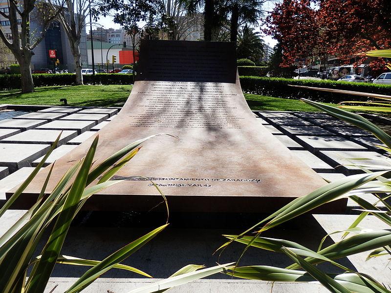 Monument Neerstorten Yak 42