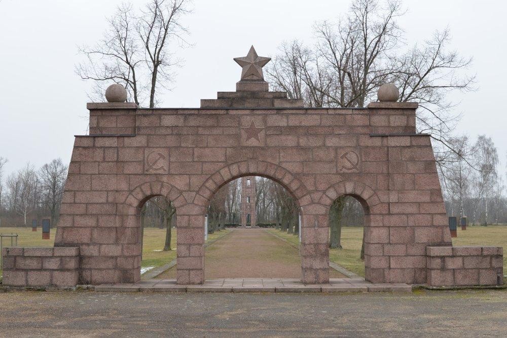 Kampbegraafplaats Ehrenhain (Stalag IV H)