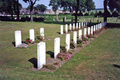 Commonwealth War Graves Mere Knolls Cemetery