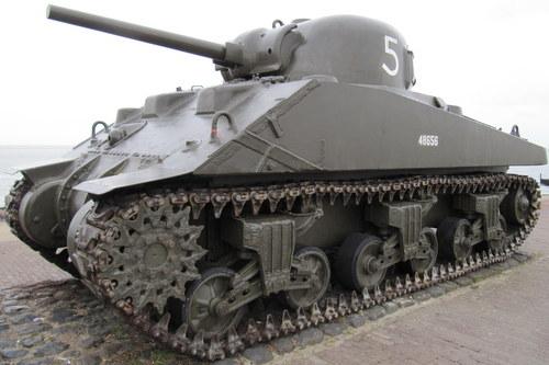 Landing Memorial Sherman Tank Westkapelle