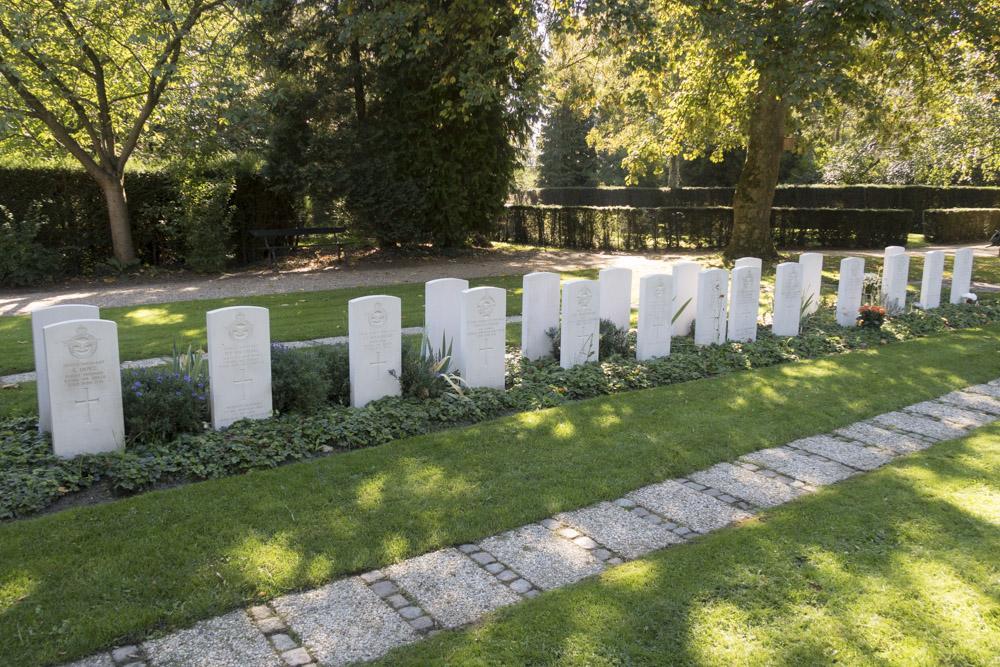Oorlogsgraven van het Gemenebest Algemene Begraafplaats Soestbergen
