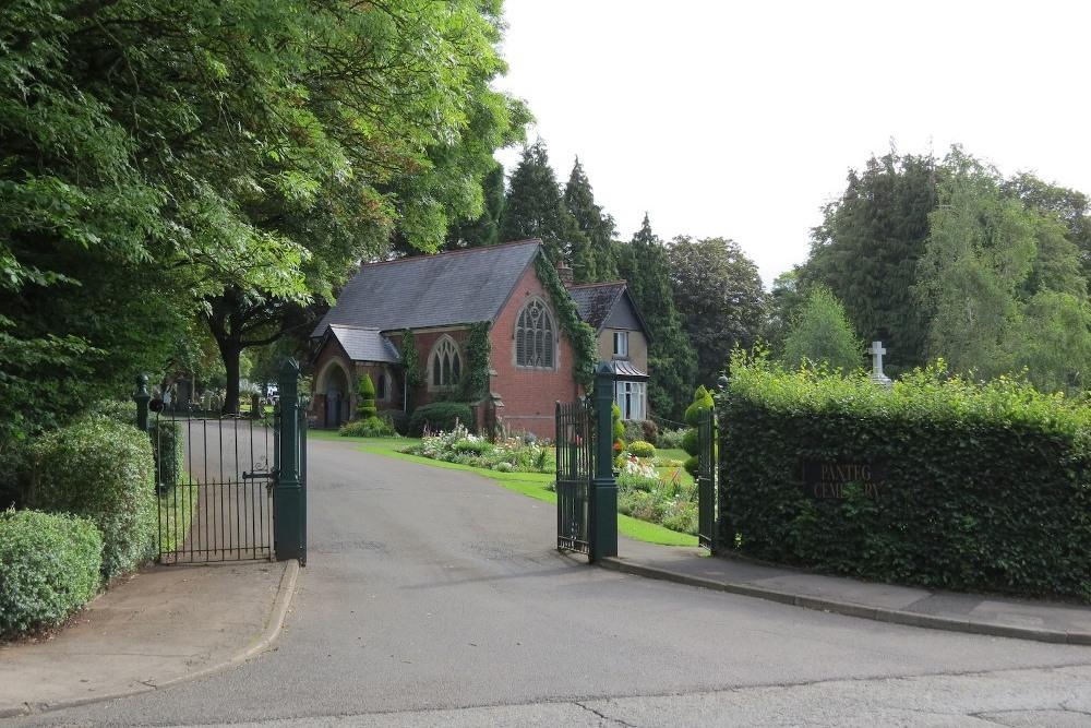 Commonwealth War Graves Panteg Cemetery