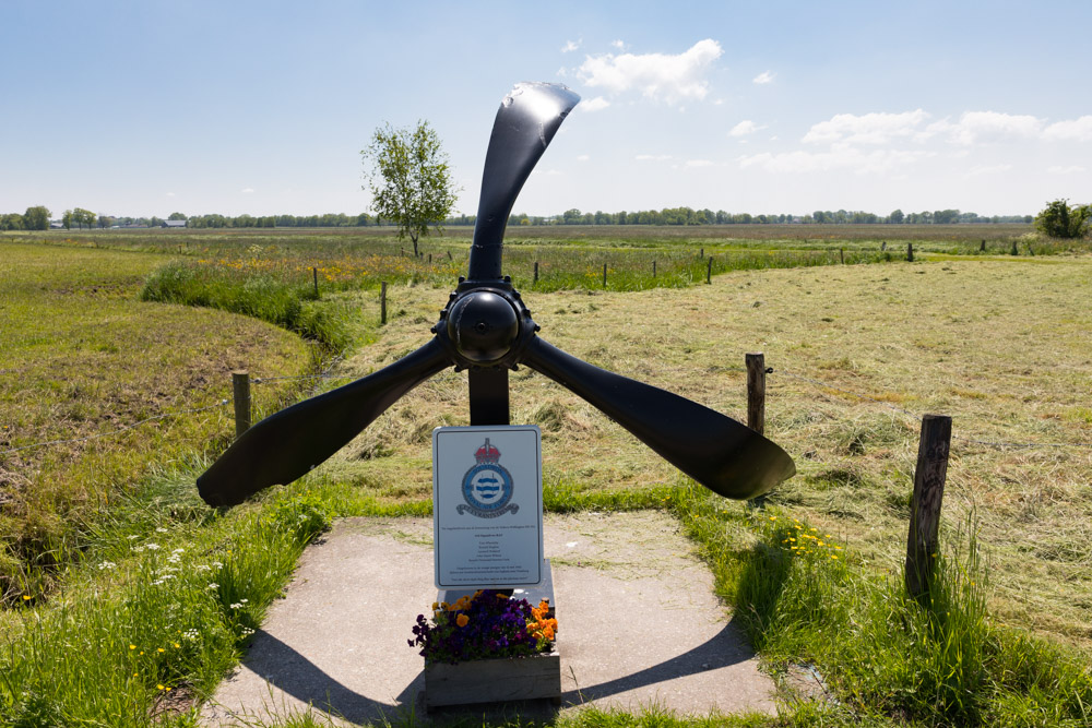 Memorial Wellington HE702
