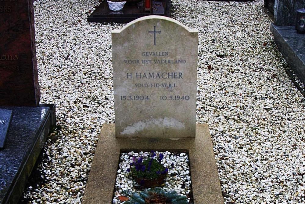 Nederlands Oorlogsgraf Rooms Katholieke Begraafplaats Nijswiller