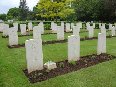 Commonwealth War Graves Astwood Cemetery