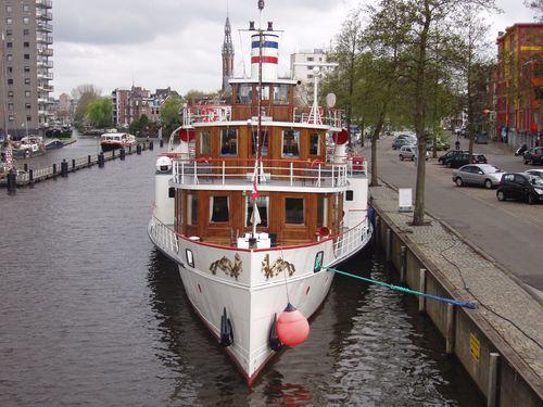 Floating Hiding Paddle Steamer Freya