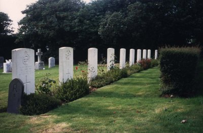 Commonwealth War Graves Buckland Monachorum Cemetery