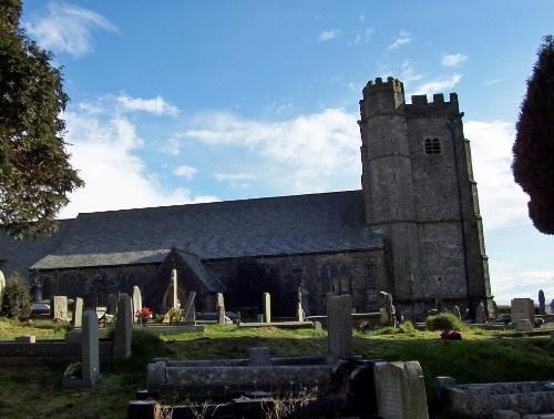 Oorlogsgraven van het Gemenebest St Illtyd and St Tyfodwg Churchyard