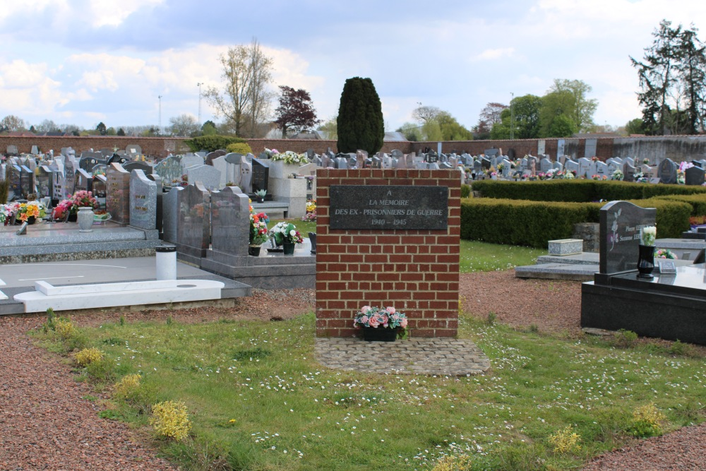 Oorlogsmonument Begraafplaats Quevaucamps