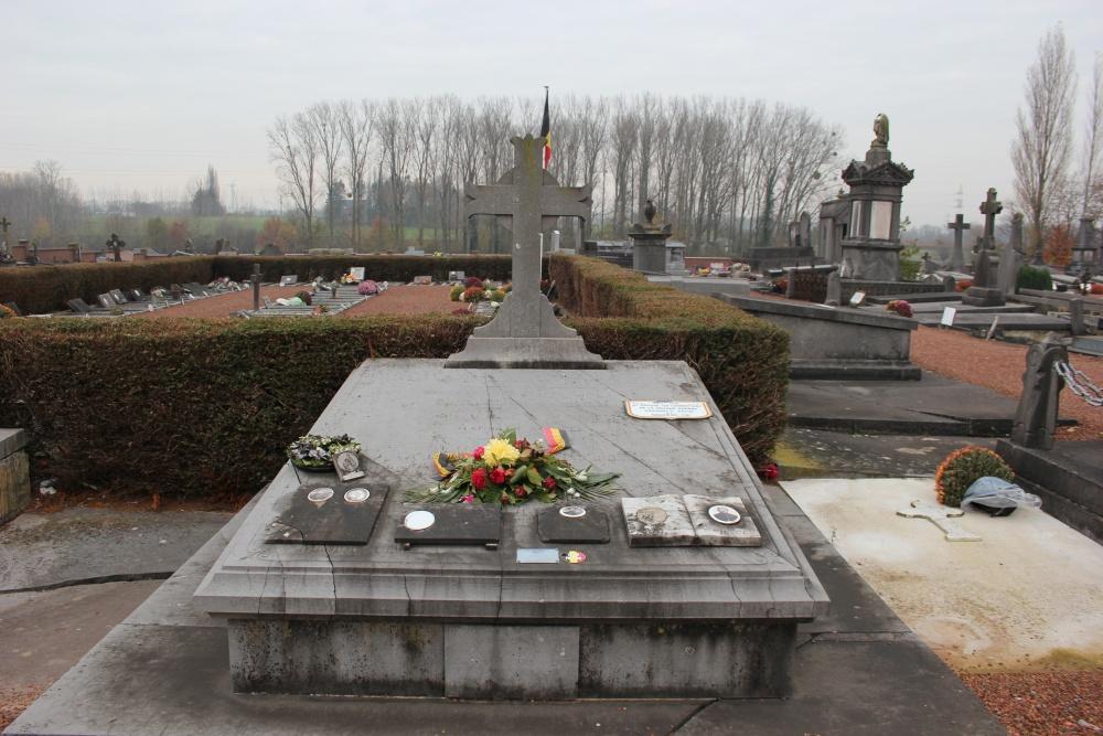 Oorlogsmonument Begraafplaats Seneffe