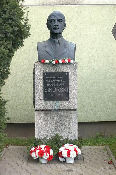 Monument Wladyslaw Sikorski