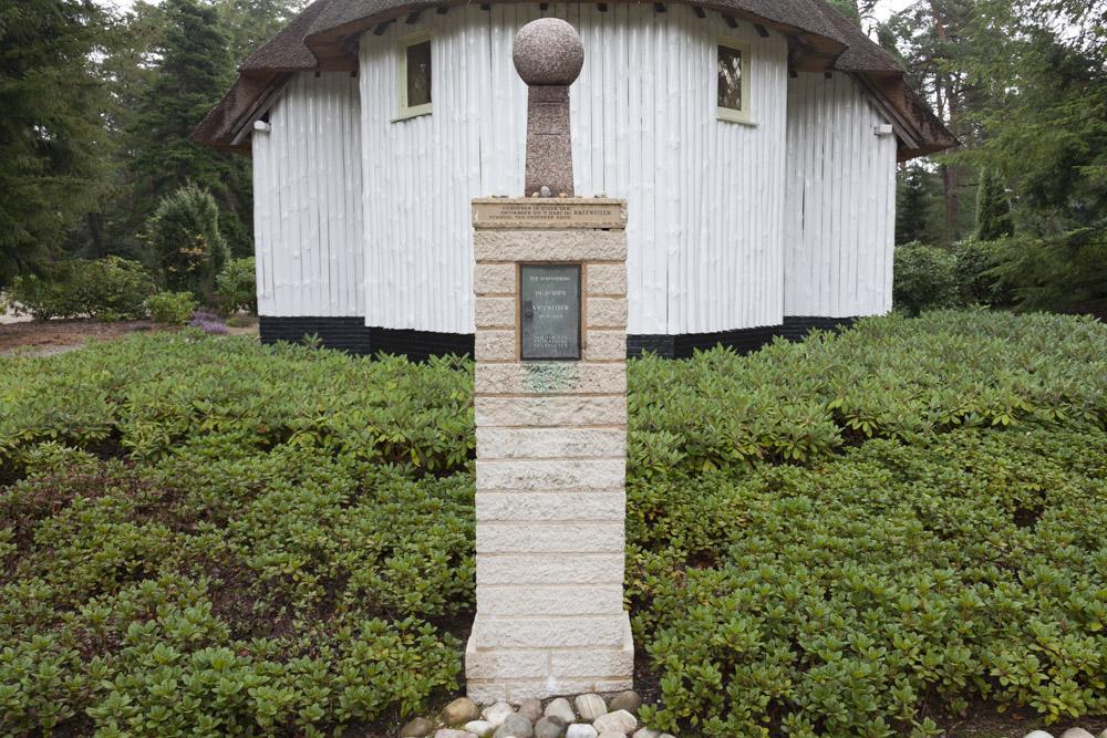 Monument Slachtoffers Concentratiekamp Natzweiler Nederlands Ereveld Loenen