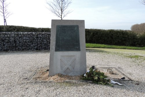 Monument 52 Lowland Division Gedenkplaats Sloedam 'The Causeway'