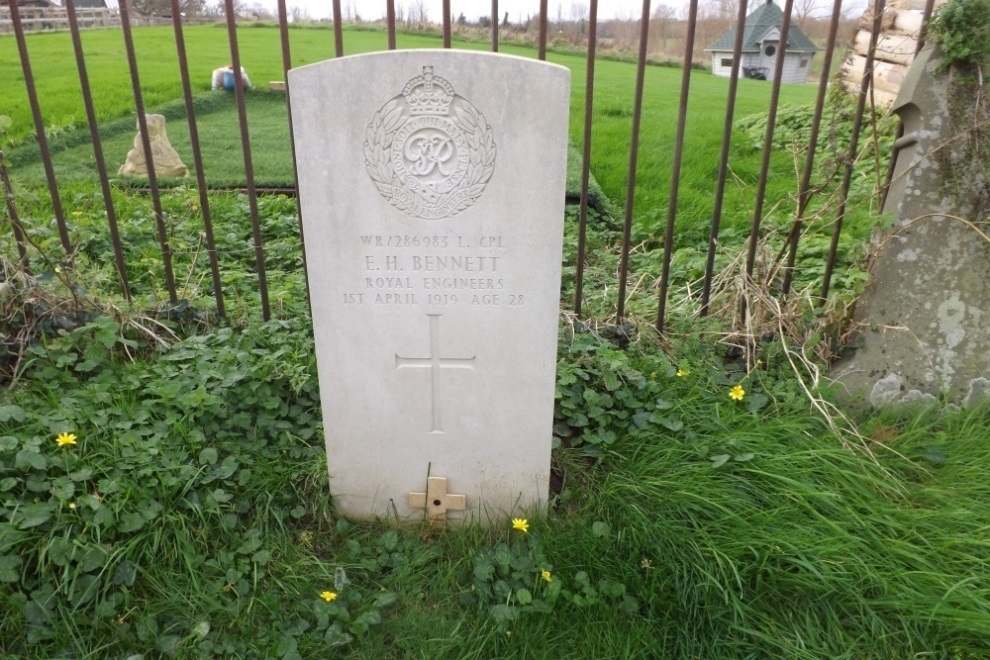 Commonwealth War Grave Ruishton Church Cemetery