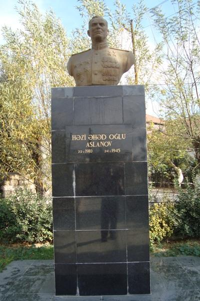 Monument Hazi Aslanov