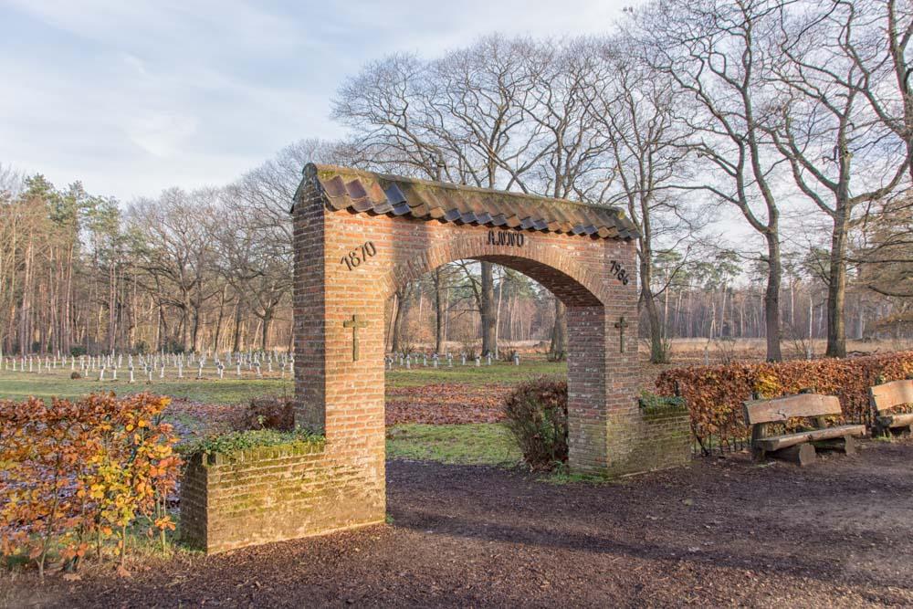 Monument Slachtoffers 13 oktober 1944 Wortel-Kolonie