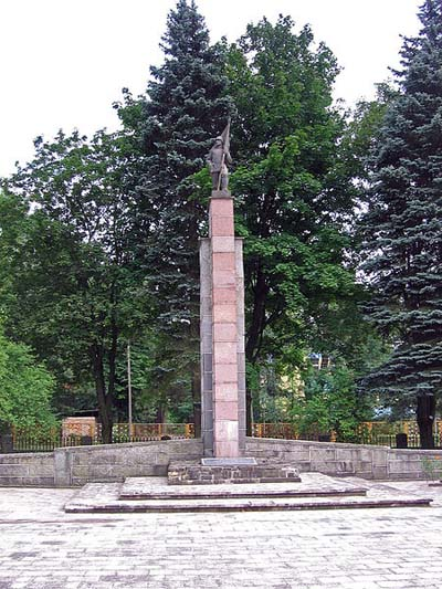 Sovjet Oorlogsbegraafplaats Ostroleka