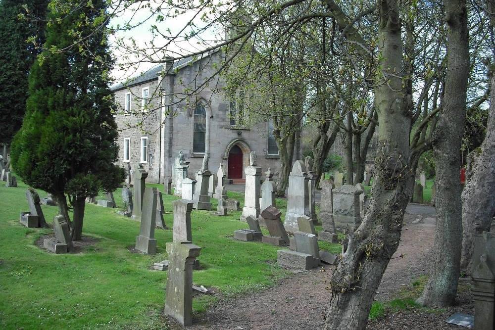 Commonwealth War Graves Clarkston Parish Churchyard