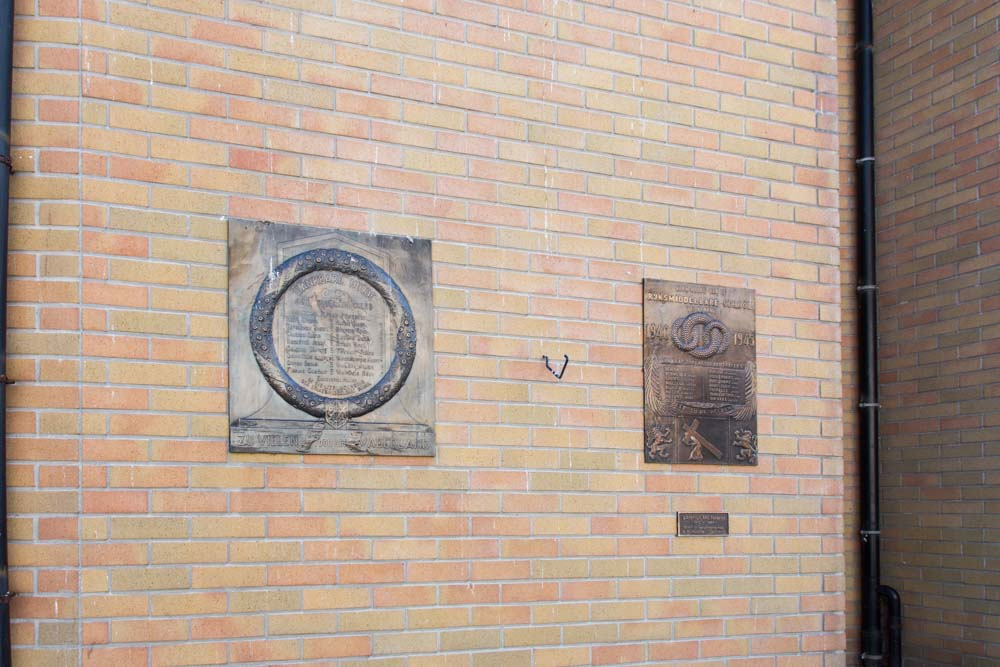 Plaques Pupils and Former Pupils Atheneum Veurne