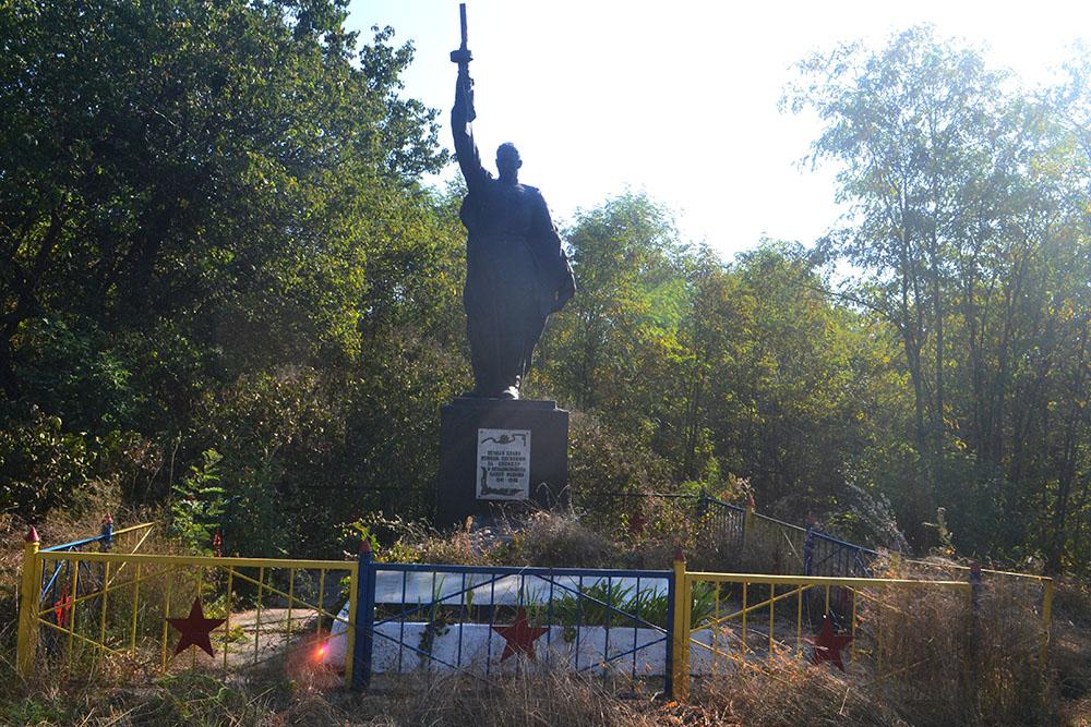 Mass Grave Soviet Soldiers Trakhtemyriv