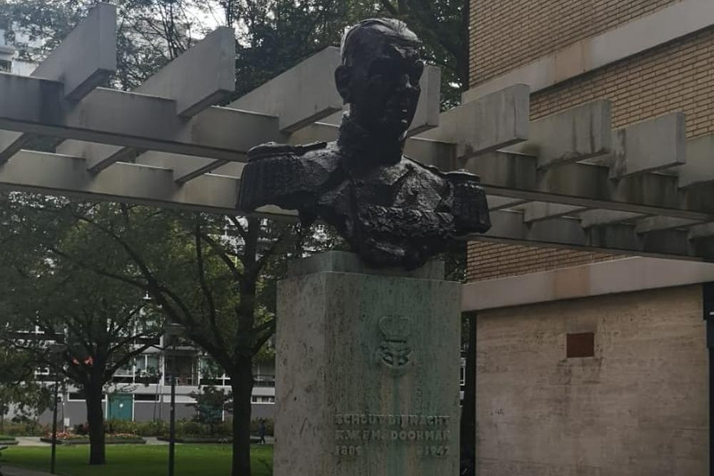 Bust Karel Doorman