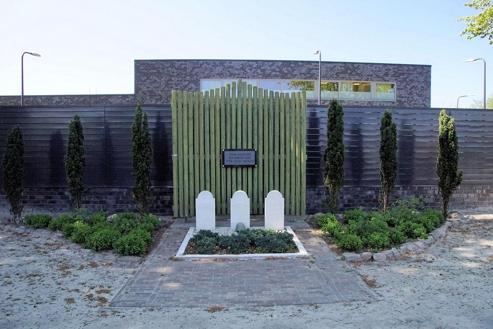 Dutch War Graves Roman Catholic Cemetery Klazienaveen