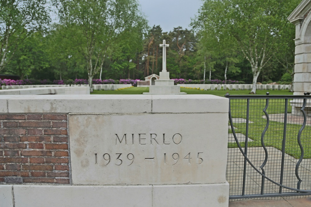 Commonwealth War Cemetery Mierlo