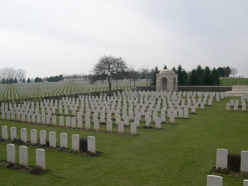 Commonwealth War Cemetery La Targette
