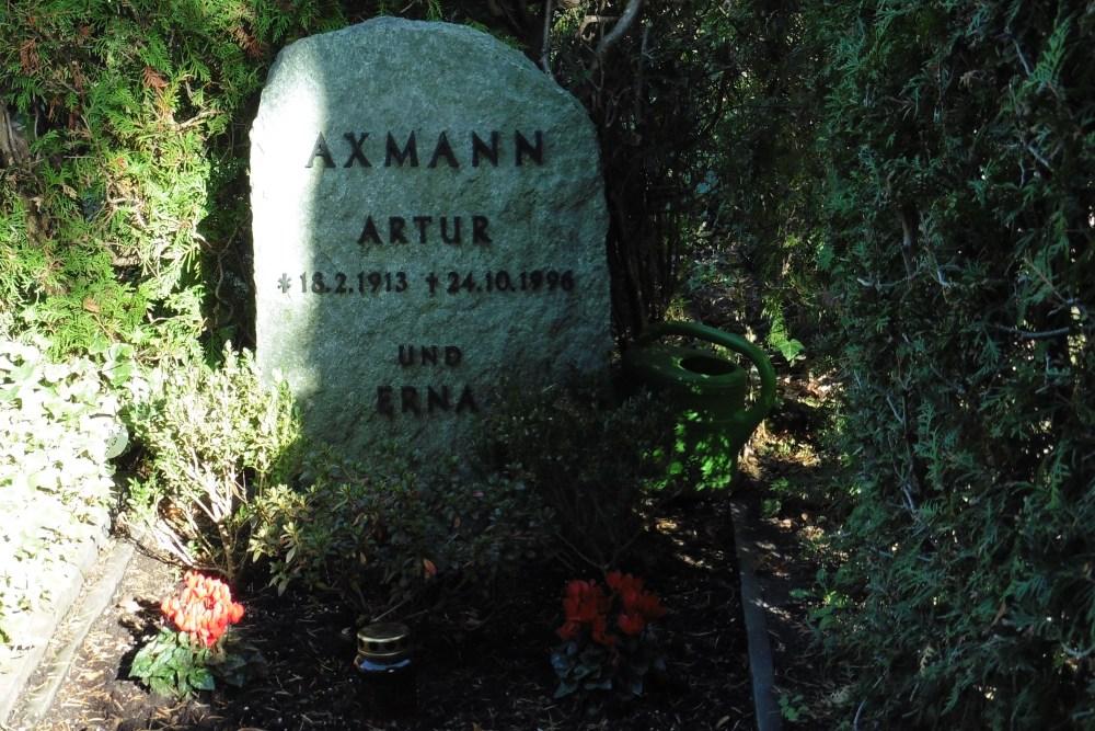 Grave Arthur Axmann