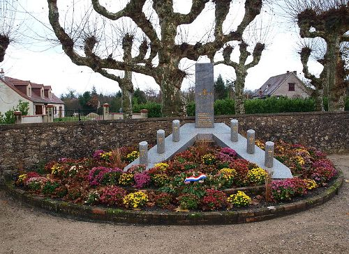 War Memorial La Ferté-Saint-Cyr Cemetery