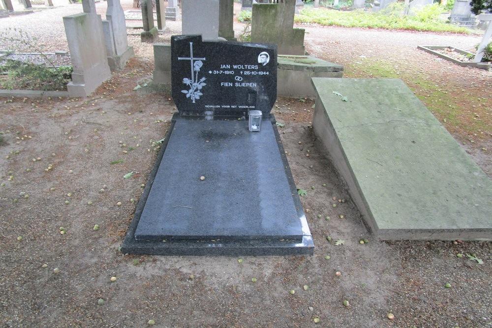 Nederlandse Oorlogsgraven Rooms Katholieke Begraafplaats Kapel in 't Zand Roermond