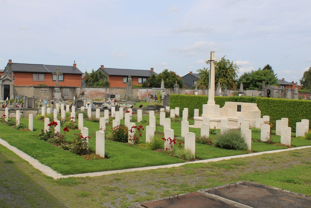 Commonwealth War Graves Leuze