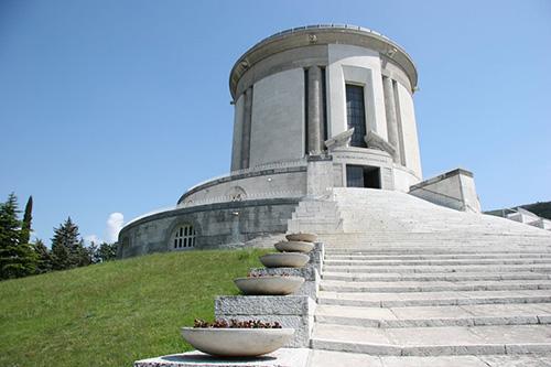 Ossuarium Castel Dante