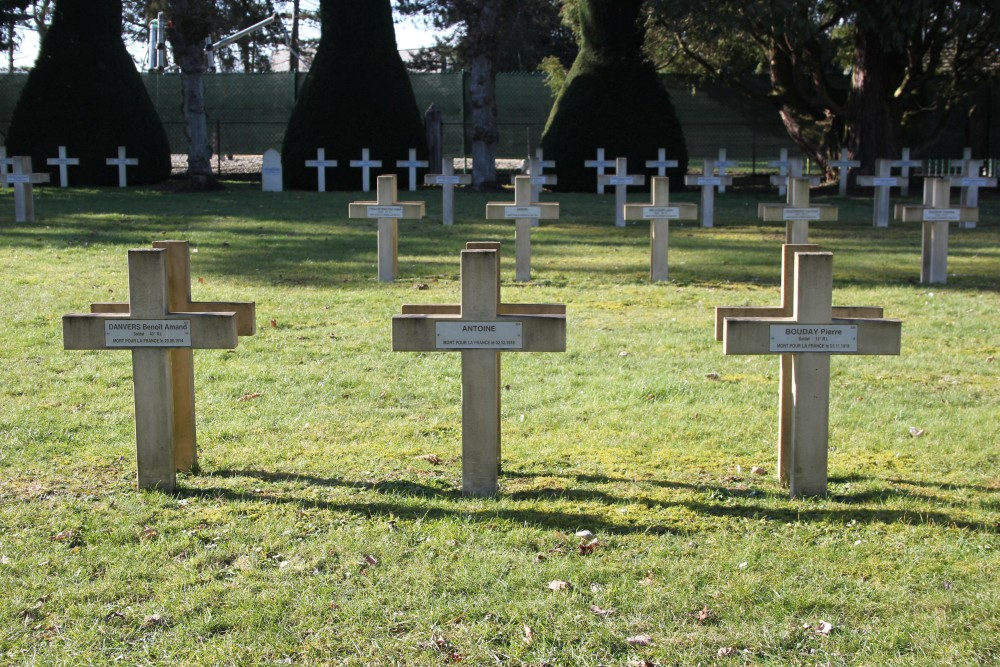 French War Cemetery Citadelle Dinant - Dinant - TracesOfWar com